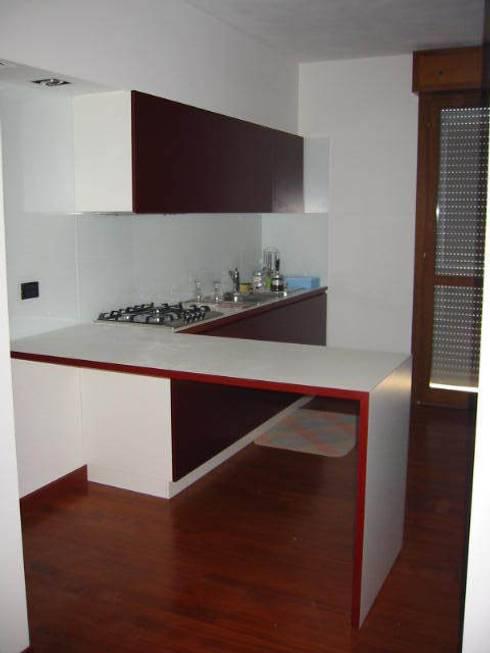 MOBILI SU MISURA: Cucina in stile in stile Moderno di ARKHISTUDIO