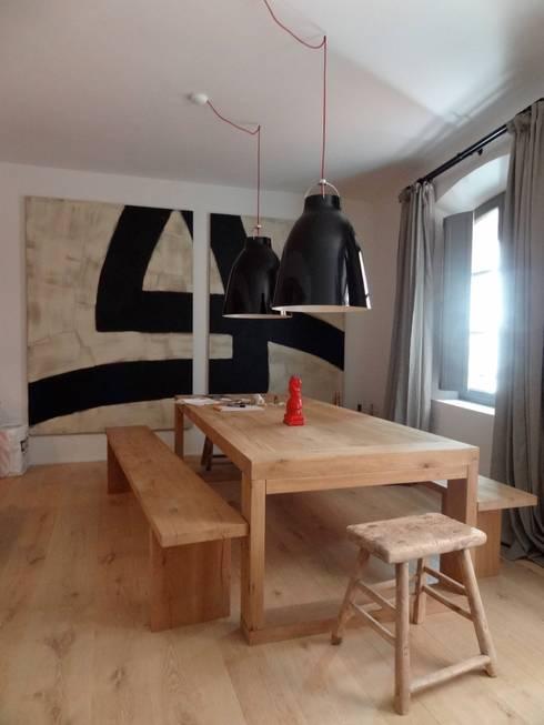 Salas de jantar  por Casa Architecture