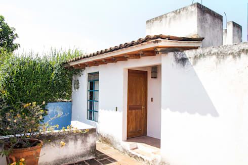 Terraza Alta: Casas de estilo mediterraneo por Mikkael Kreis Architects