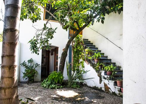 La Huerta: Jardines de estilo ecléctico por Mikkael Kreis Architects
