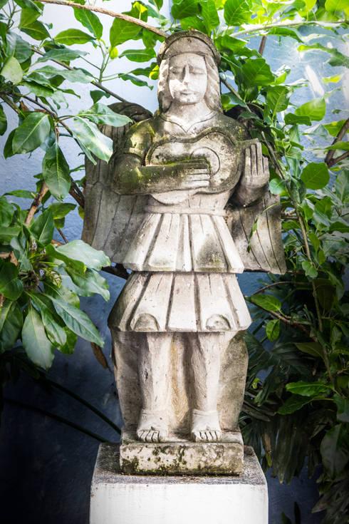 El Angel: Jardines de estilo ecléctico por Mikkael Kreis Architects