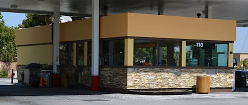 76 Gas Station, San Marcos CA. 2014: Espacios comerciales de estilo  por Erika Winters® Design