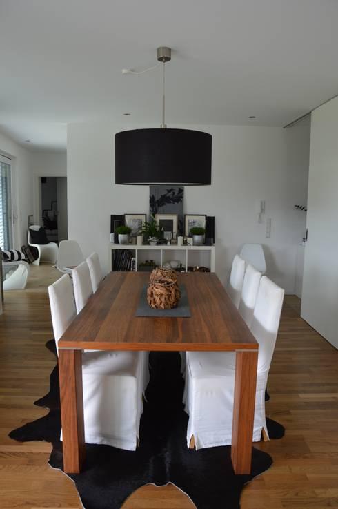 Einfamilienhaus in Aalen: moderne Esszimmer von Architekturbüro Kais und Kais GmbH