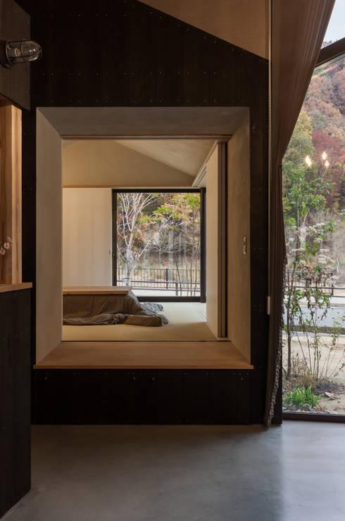 箕面森町の家: 間工作舎が手掛けた和室です。