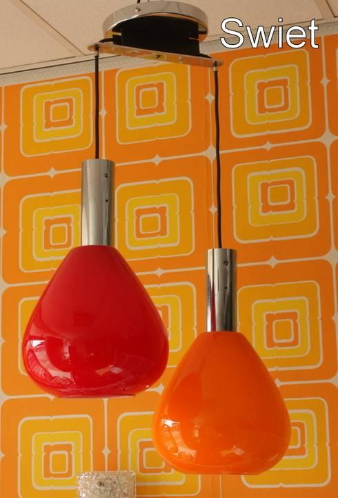 Grote glazen retro design lamp:  Eetkamer door Swiet