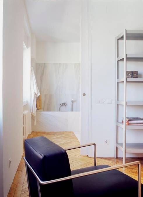 Projekty,  Sypialnia zaprojektowane przez Maroto e Ibañez Arquitectos