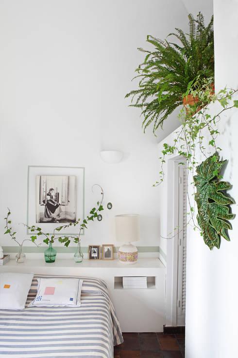 Apartamento en La Latina, Madrid: Dormitorios de estilo  de Casa Josephine