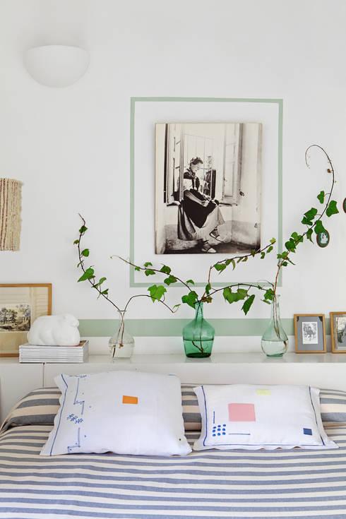 Apartamento en La Latina, Madrid: Dormitorios de estilo mediterráneo de Casa Josephine