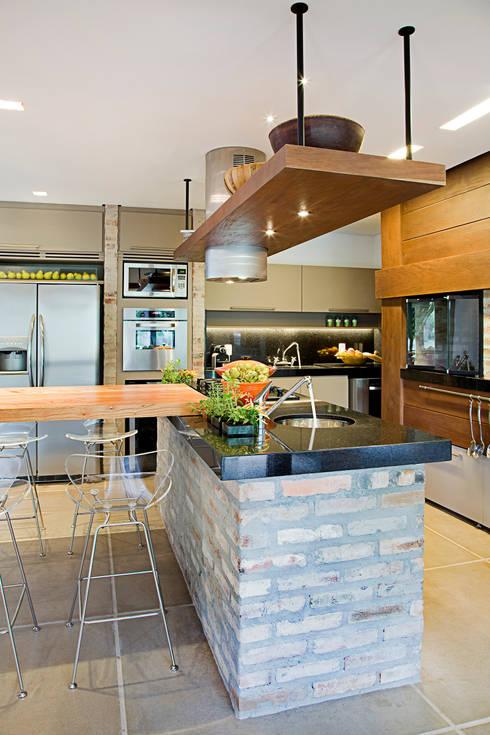 Cocinas de estilo  por Maria Christina Rinaldi Arquitetos