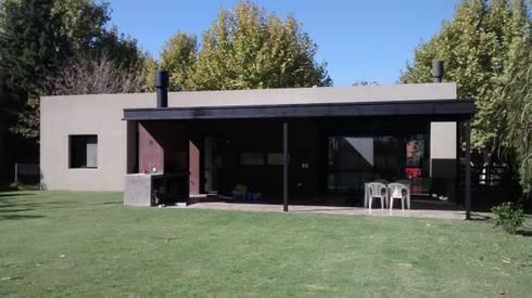 Fondo: Casas de estilo moderno por CC arquitectos