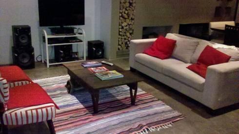 Living - Comedor: Livings de estilo moderno por CC arquitectos
