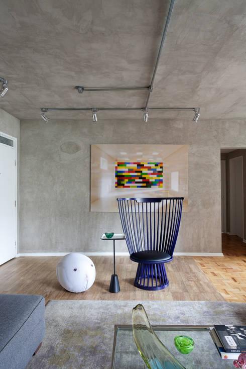 Salas de estilo  por Suite Arquitetos