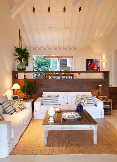 country Living room by Escala Arquitetura