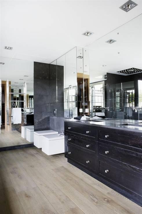 Banheiros modernos por Es Parket