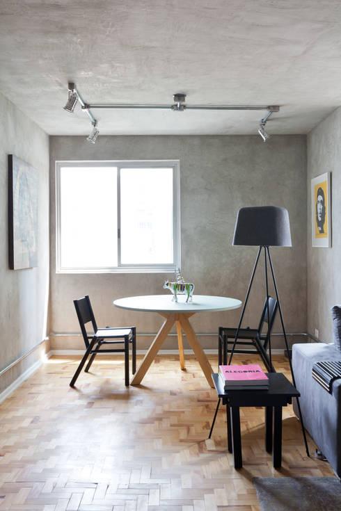 PROJETO PEIXOTO GOMIDE: Salas de estar modernas por Suite Arquitetos