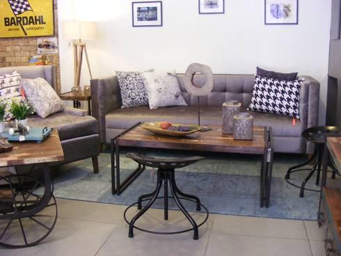 Sala de estilo vintage.: Salas de estilo industrial por Noelia Ünik Designs