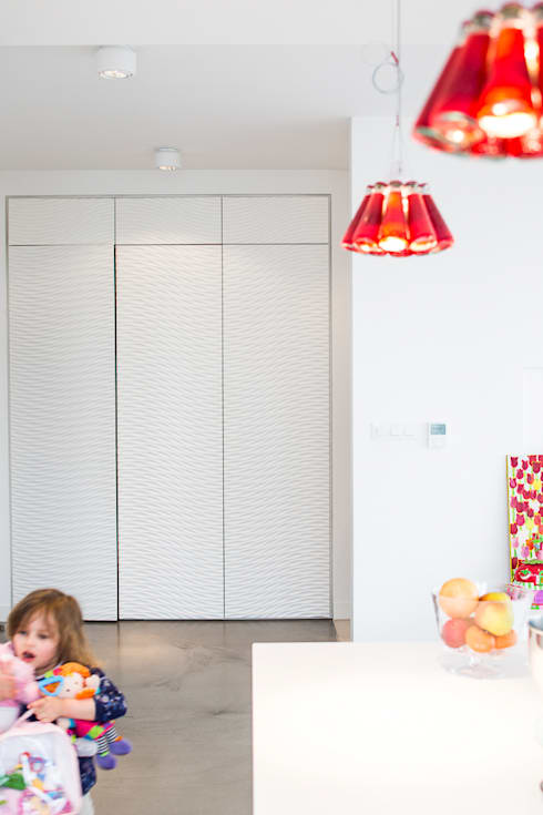 Apartament na Chodkiewicza: styl , w kategorii Korytarz, przedpokój zaprojektowany przez MATELIER