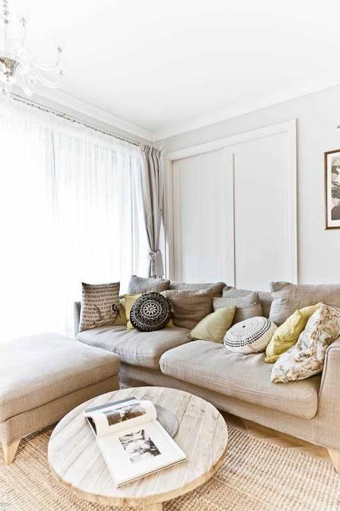 Apartament w Wilanowie: styl , w kategorii Salon zaprojektowany przez MATELIER