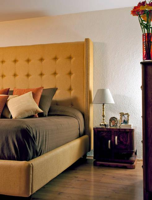 Taine Decor, Mexico City. 2009: Recámaras de estilo  por Erika Winters® Design