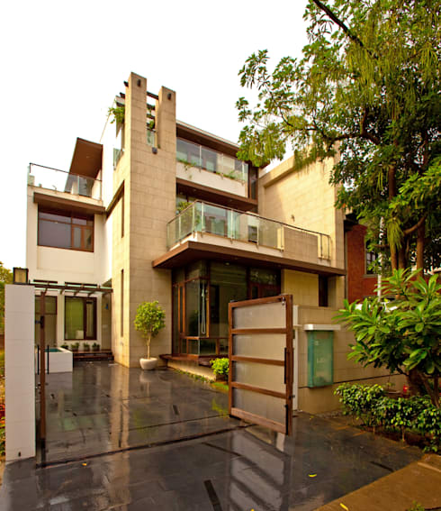 K Residence Gurgaon:   by Kumar Moorthy & Associates
