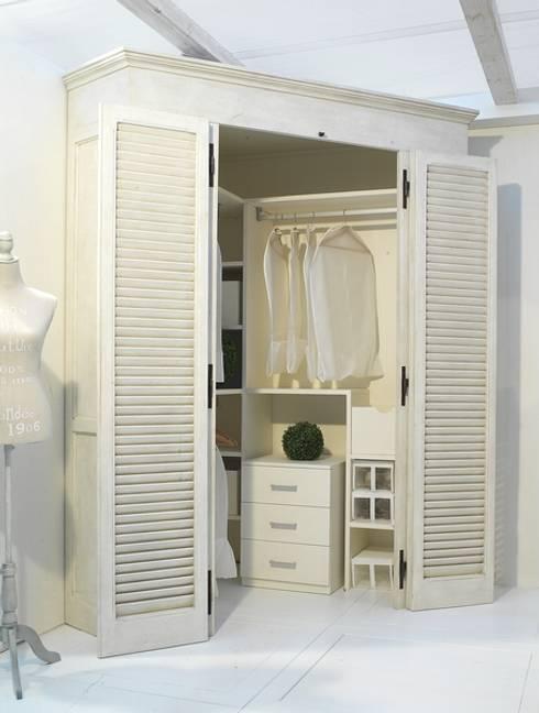 Projekty,  Sypialnia zaprojektowane przez LA BOTTEGA DEL FALEGNAME