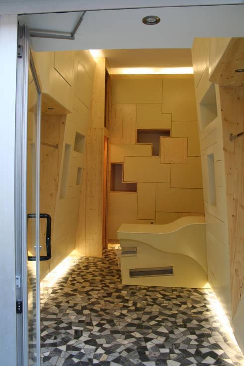 Santiquattro 2007: Negozi & Locali commerciali in stile  di Studio Romoli Architetti