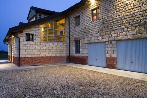 Cascina Nuova: Case in stile in stile Classico di Carlo Bellini architetto