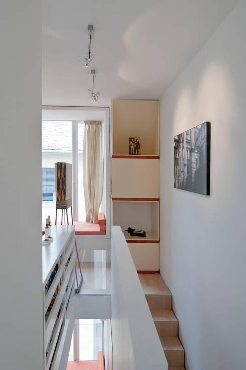 Interne Treppe /2.-3.Obergeschoß:  Flur & Diele von Marie-Theres Deutsch Architekten BDA