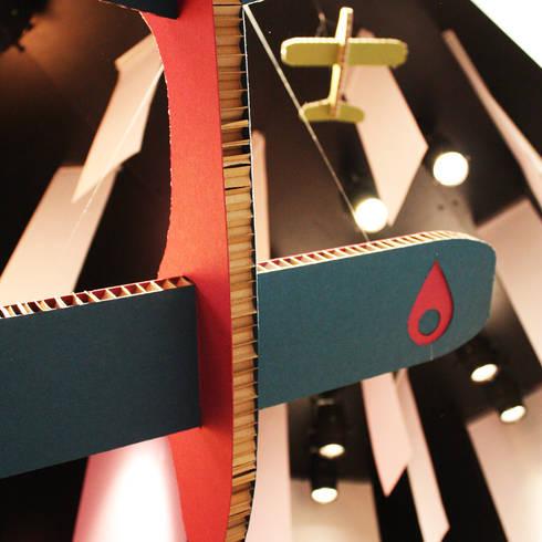 Box de carton: Allestimenti fieristici in stile  di Principioattivo Architecture Group Srl