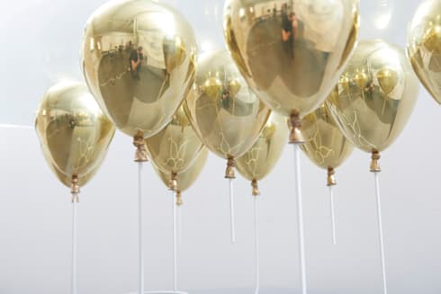 The Up Balloon Coffee Table gold:  Living room by Duffy London