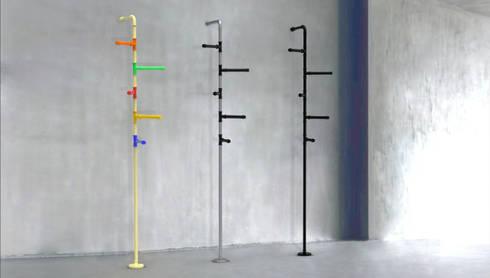 hanger: Bagno in stile in stile Moderno di Giacomo Giustizieri - Industrial Designer