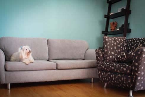 Sala de estar: Salas de estar modernas por Dobra I Oficina de Arquitetura