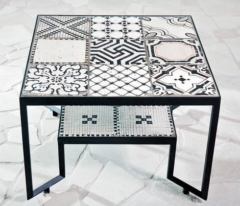 Spider Tiles Table: Giardino in stile in stile Mediterraneo di Francesco Della Femina