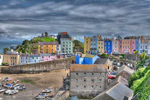 Tenby, Pembrokeshire: eclectic Corridor, hallway & stairs by Steve Purnell