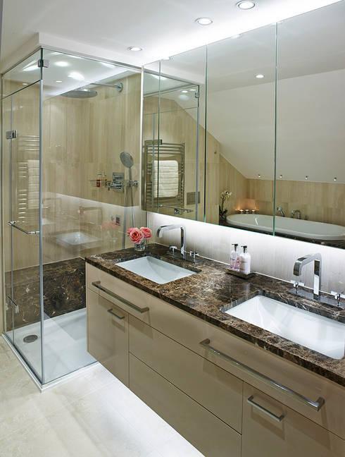 Harrod's Court: modern Bathroom by Anna Casa