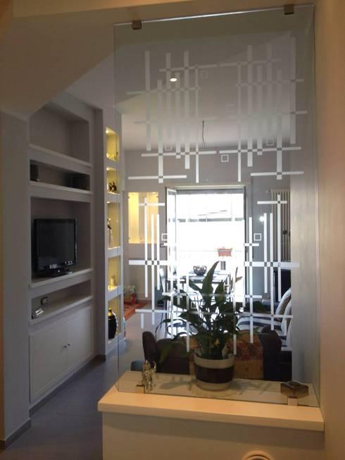 Le nostre realizzazioni: Ingresso & Corridoio in stile  di Covertec srl