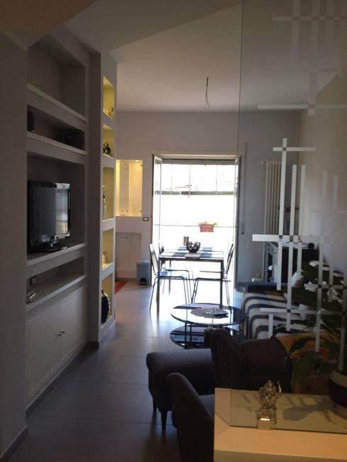 Le nostre realizzazioni: Sala da pranzo in stile in stile Moderno di Covertec srl
