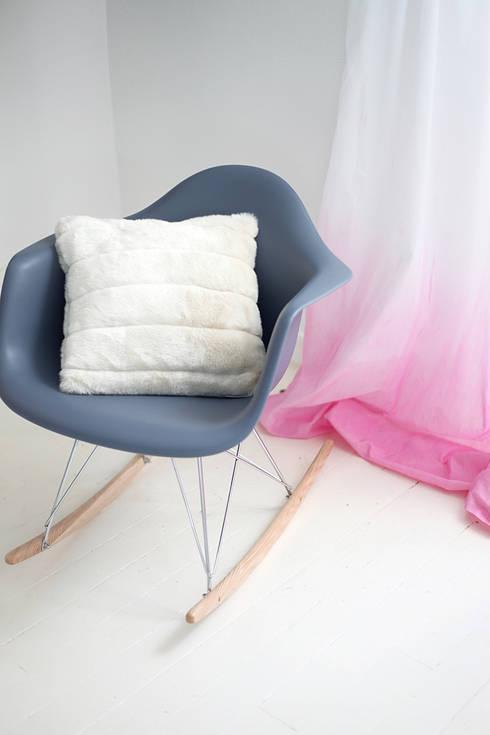 Salones de estilo ecléctico de Sandra Dages