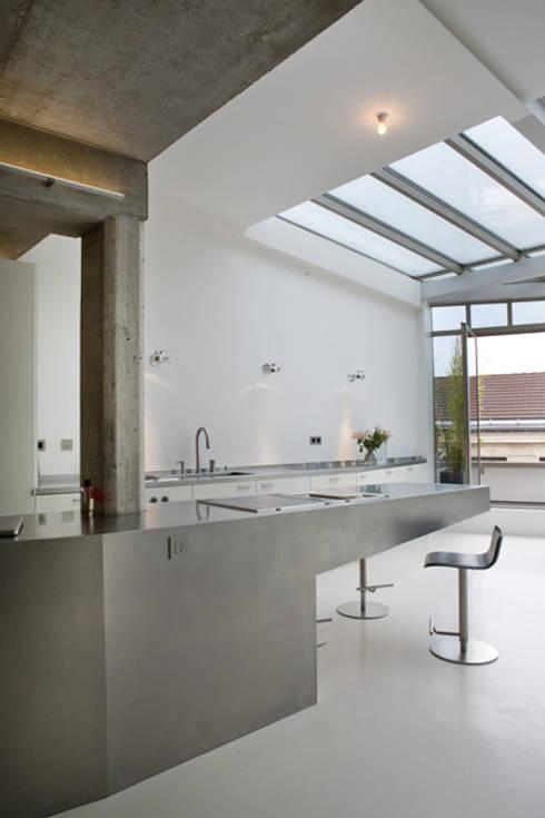 Loft LK, Paris: Cuisine de style de style Moderne par Olivier Chabaud Archtct