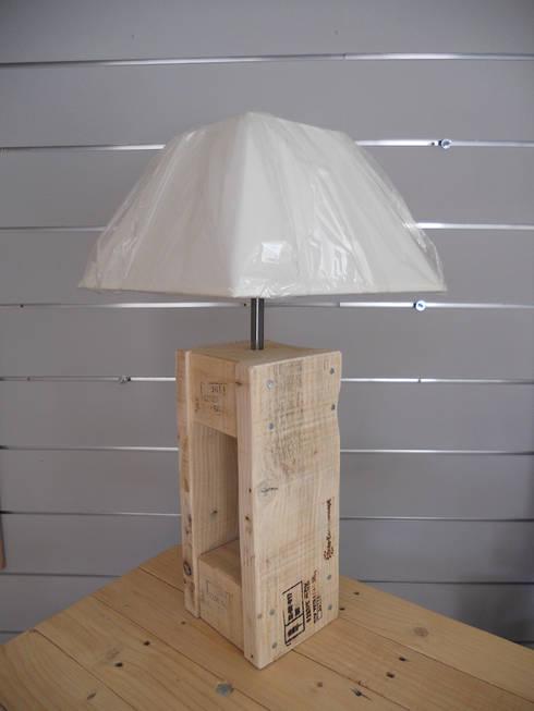 Mobilier: Chambre de style de style Rustique par Bois Eco Concept