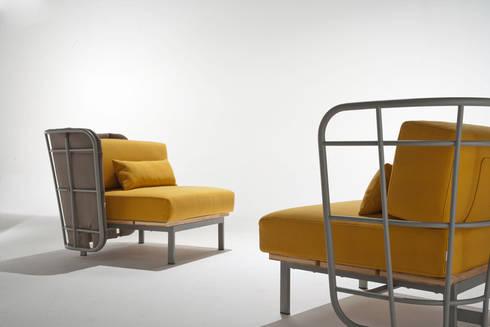 poltrona da interno con schienale imbottito: Bagno in stile  di 4P1B Design Studio