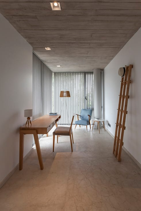 Study/office by ESTUDIO GEYA