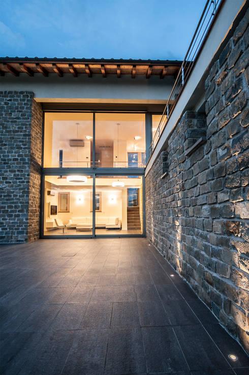 Casas de estilo moderno de Fabricamus - Architettura e Ingegneria