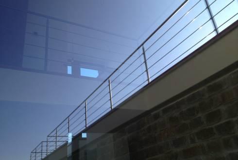 Villa unifamiliare a Bastia Umbra (PG): Finestre in stile  di Fabricamus - Architettura e Ingegneria