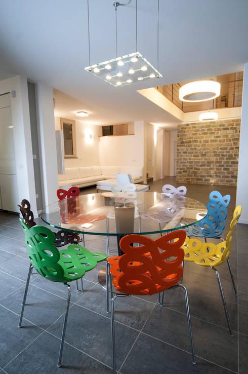 Villa unifamiliare a Bastia Umbra (PG): Sala da pranzo in stile  di Fabricamus - Architettura e Ingegneria