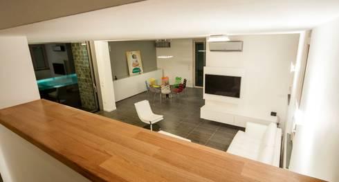 Villa unifamiliare a Bastia Umbra (PG): Scale in stile  di Fabricamus - Architettura e Ingegneria
