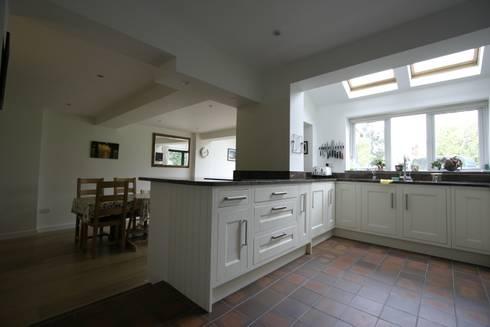 Kitchen remodel: modern Kitchen by Ikonografik Design Ltd.