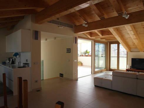 soggiorno:  in stile  di BGG architettura
