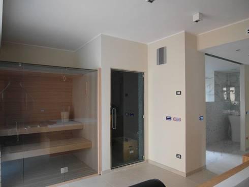 sauna e bagno turco:  in stile  di BGG architettura
