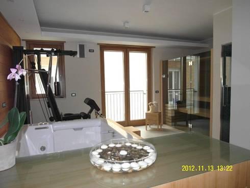 sala fitness: Camera da letto in stile in stile Moderno di BGG architettura